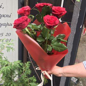 букет из 5 роз в Покровске
